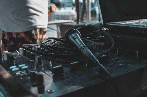 ηχητικές καλύψεις εκδηλώσεων και φωτισμός θεσσαλονίκη new djs' team Πέτρος Μάλαμας